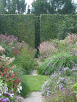 The double border created by Chris Ghyselen is divided two times: by the gravel path and by the lawn. Repeated varieties of polygonums and the gentle pink-lilac range make it incomparable.